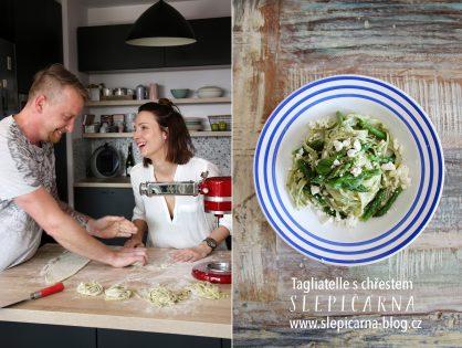 Domácí špenátové tagliatelle s chřestem a fetou
