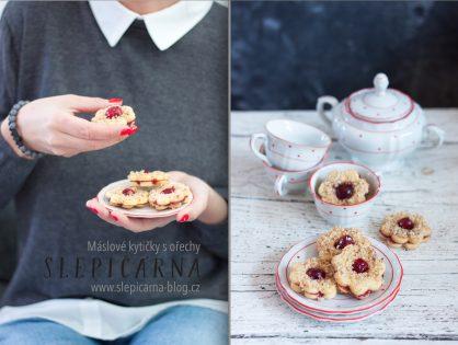 Vánoční cukroví: Jak na máslové křehké kytičky s vlašskými ořechy a kandovanou třešní